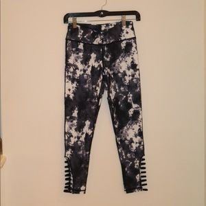 Super cute DejaVu  leggings with design on calves